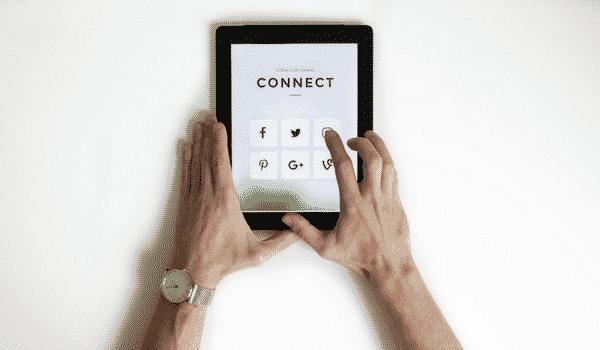 Tablette outils social média